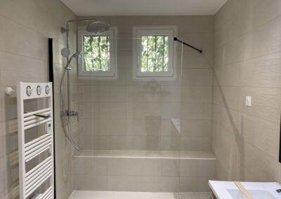 Salle de bain rénovée et équipée