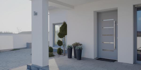 Portes d'entrée en aluminium et PVC à Toulouse Menuiserie