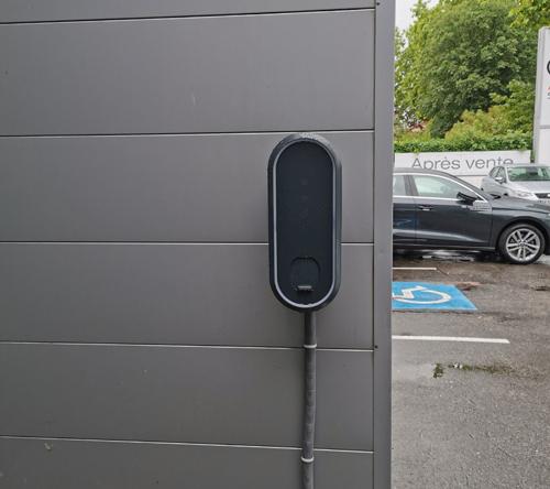 Point de charge sur emplacements de parking garage