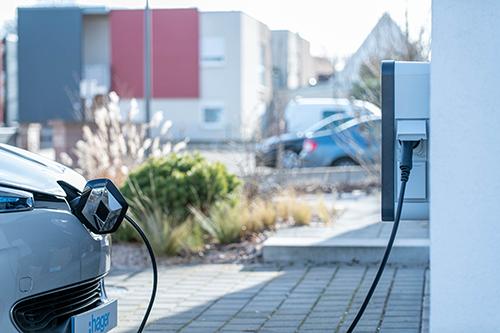 Bornes de recharge pour voiture sur parking